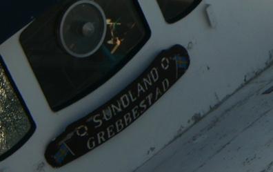 Navneplade på grundstødt skib i Øresund